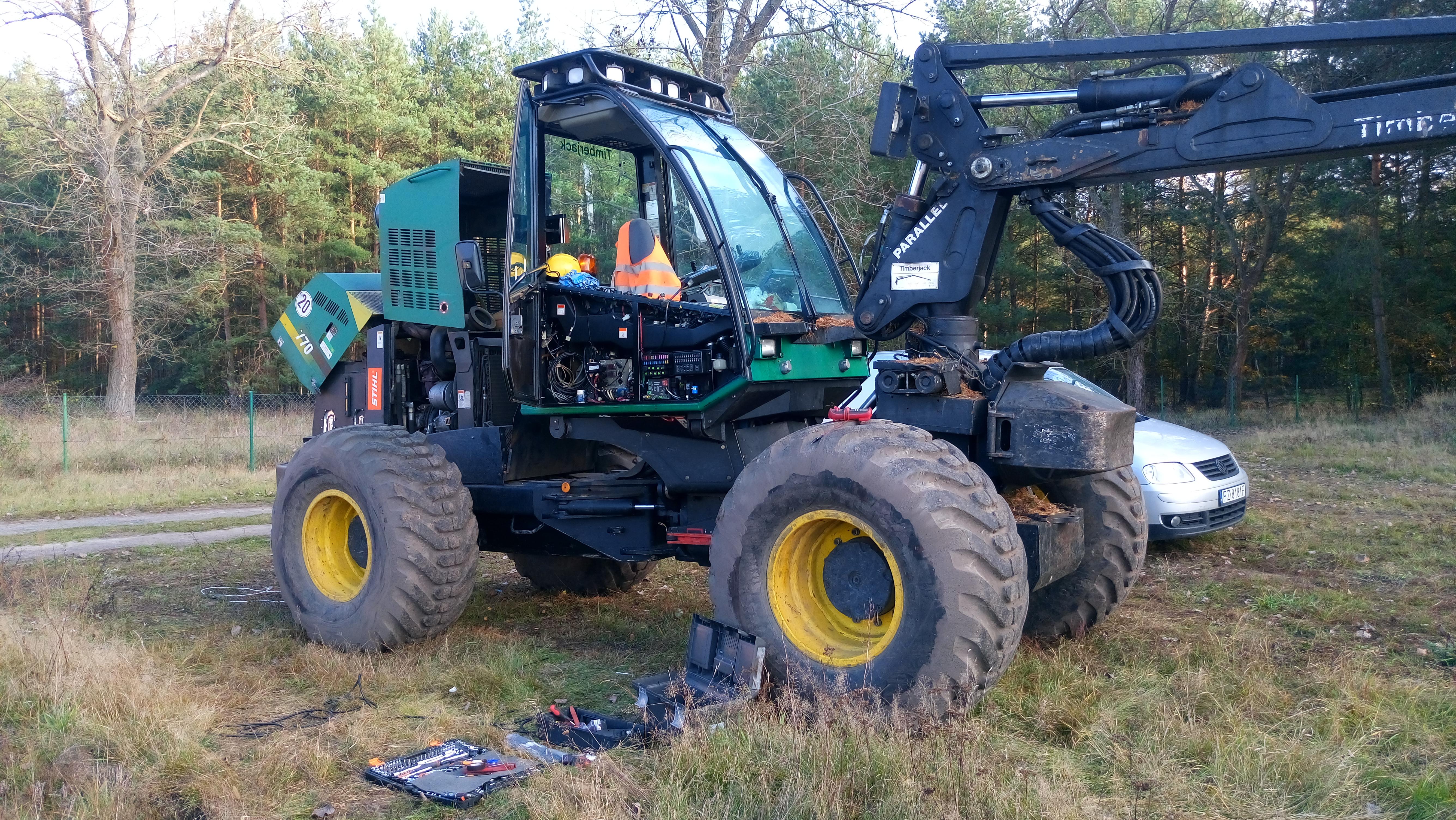 Montaż GPS w maszynach leśnych